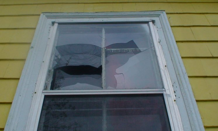 Landlord left hanging by Dal students