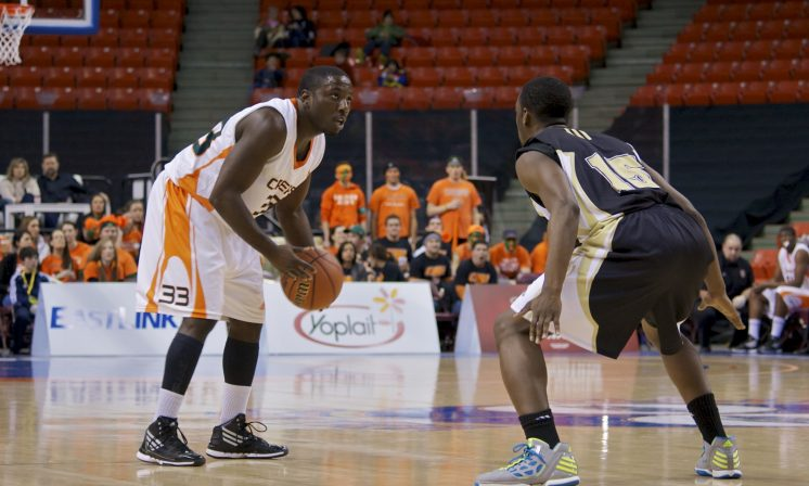 Men's basketball team cruises to win in season opener