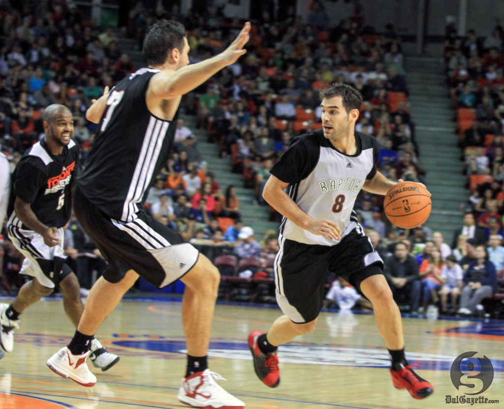 Fans came out to watch point guard Jose Calderon and the Raptors compete in an intrasquad game. (Bryn Karcha photo)