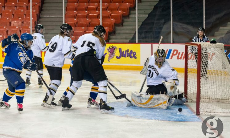 One-goal weekend for women's hockey