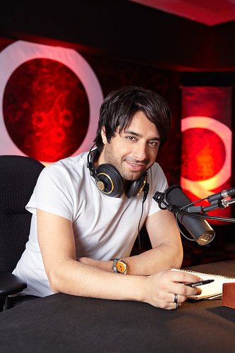 """Hi, I'm Jian Ghomeshi, and you're reading 1982"""