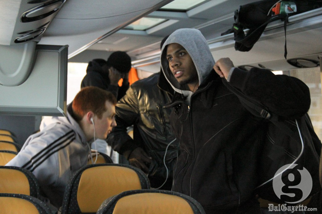 Keith Robinson boards the team bus en route to Wolfville. (Monica Mutale photo)