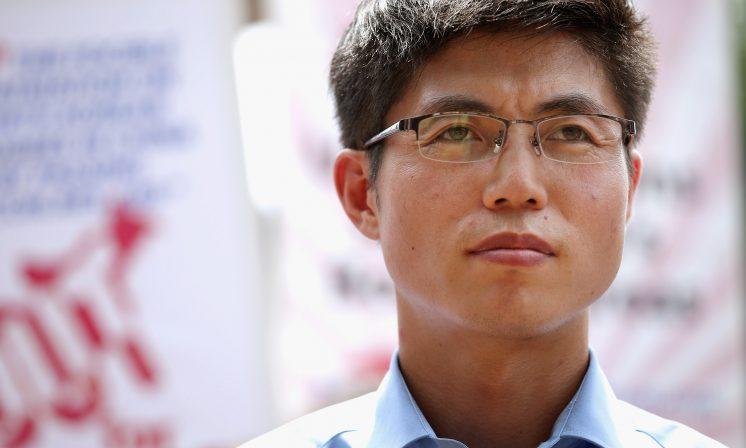 Shin Dong-hyuk visits Dal