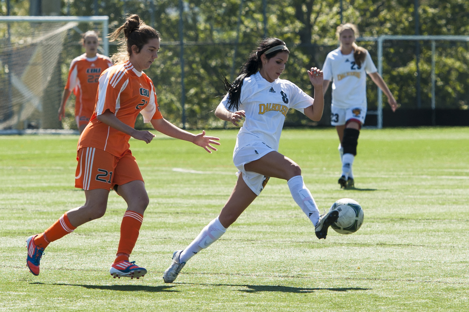 Second-year Victoria Parkinson (8) breaks away. (Chris Parent photo)