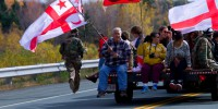 Supporters drive down Highway 11 between the barricades near Rexton, NB (photo by Bryn Karcha)