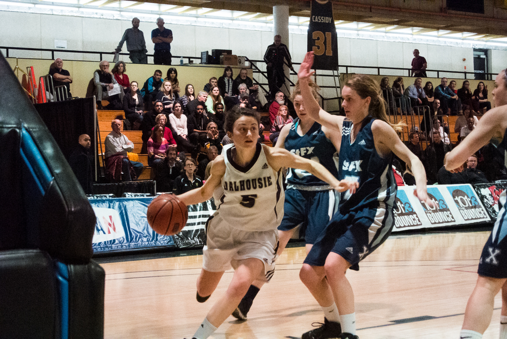 Courtney Thompson (5) driving to the lane against the X-Women. (Photo by Kit Moran)