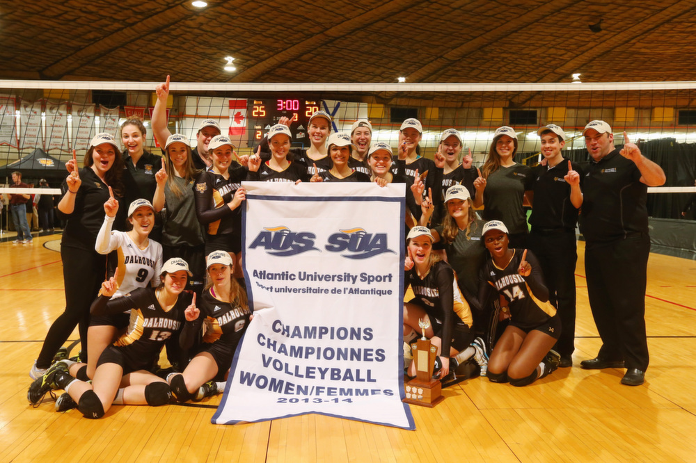 A cheerful Tigers squad immortalizes its championship moment. (Photo by Nick Pearce via Dal Athletics)