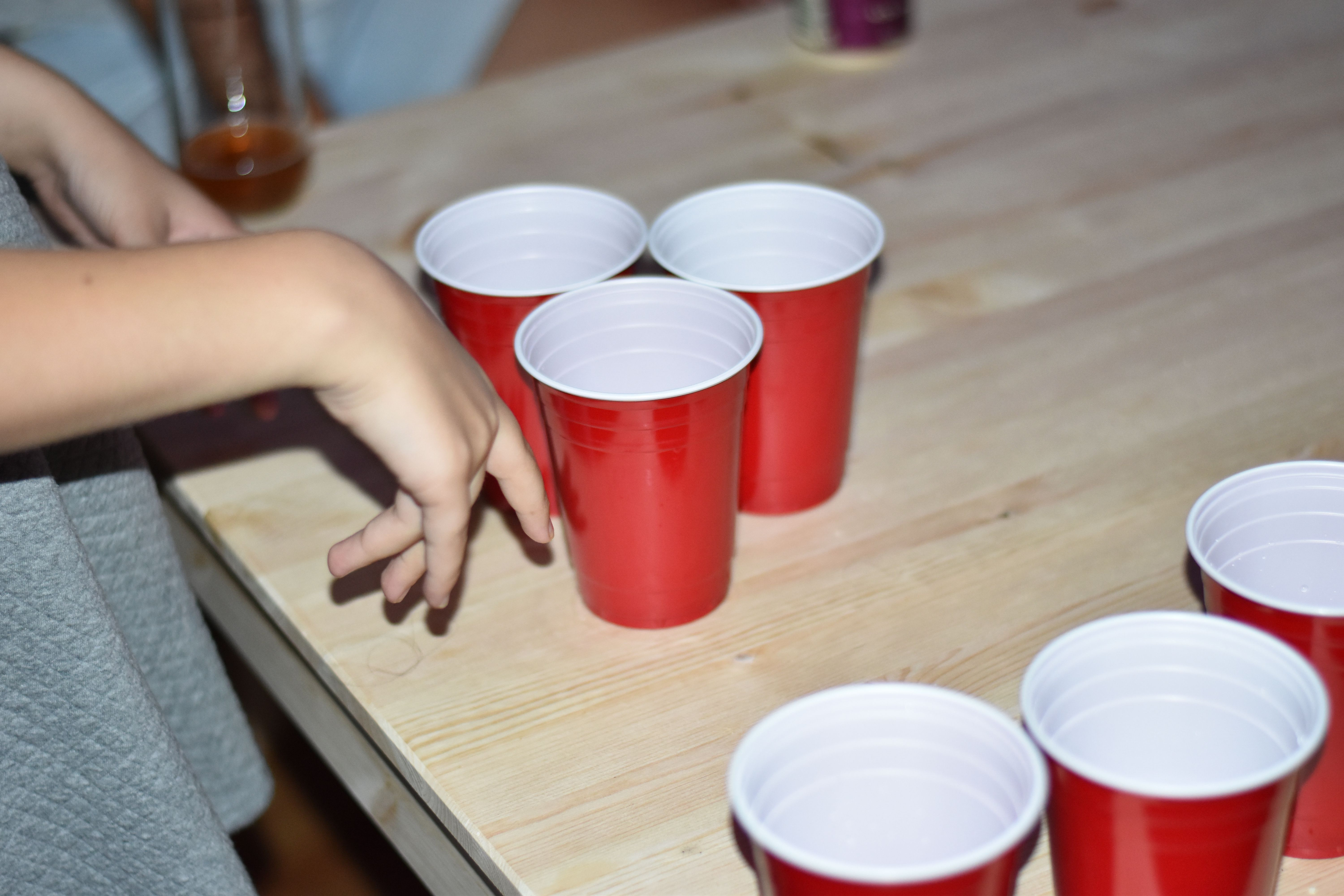 age drinking essay lower 3 pros of lowering the drinking age here are the primary benefits of lowering the drinking age: 1 it could reduce or even eliminate unsafe drinking activities.