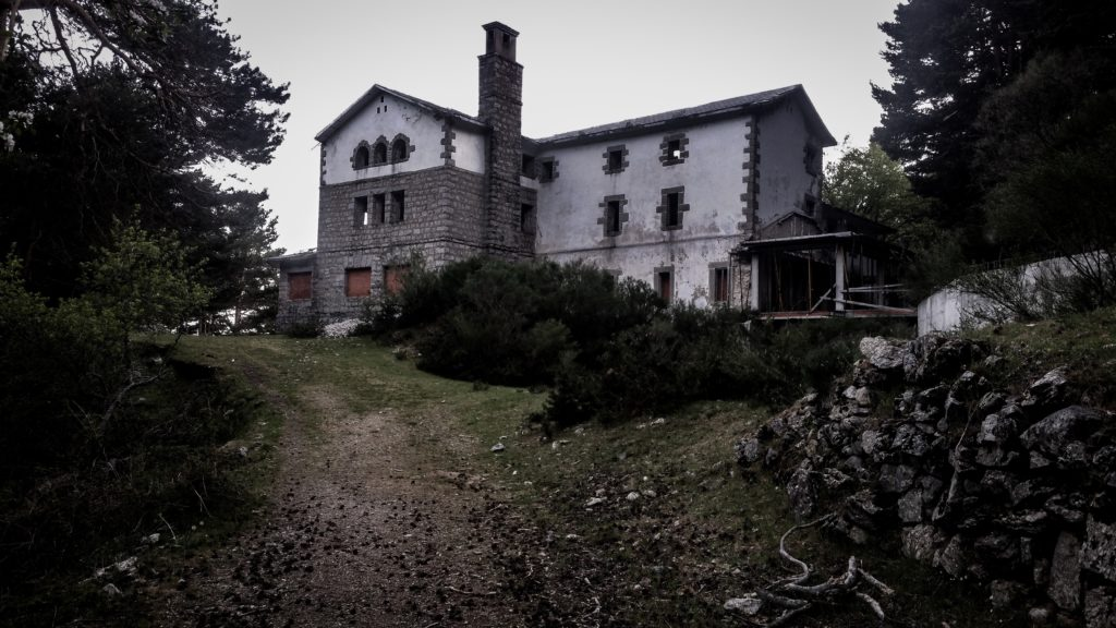 Stock photo of a creepy house.