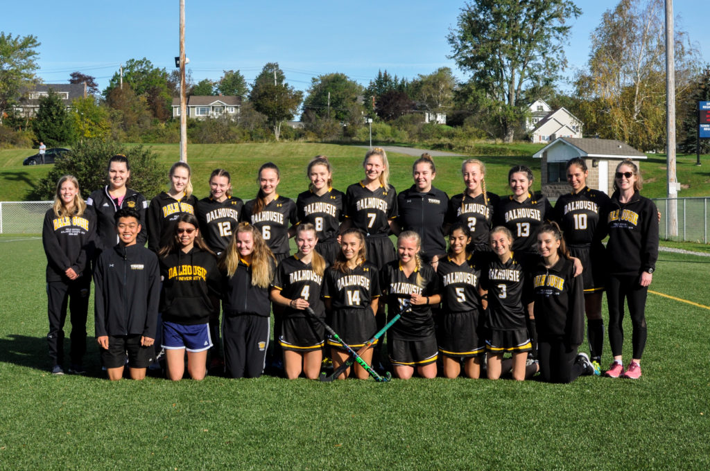 In this image: The women's field hockey team for the 2019-2020 season.
